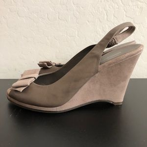 Banana republic grey peep toe wedge BX300